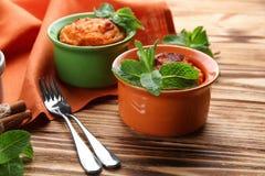 Ramekins με νόστιμο souffle καρότων Στοκ Εικόνες
