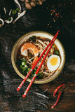 Ramen asiáticos da sopa com camarão fotos de stock