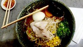 Ramen de nourritures de mélange délicieux servis photos stock