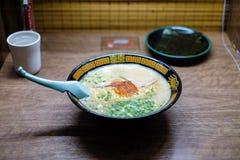 Ramen japonais de tonkotsu, nouilles d'os de porc Image libre de droits
