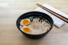 Ramen japoneses tradicionais da sopa com carne de porco cortada Imagem de Stock Royalty Free