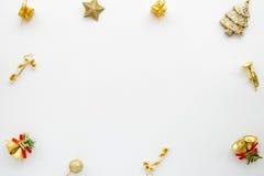 Ramen som göras av julgarnering i guld, färgar på vit bakgrund royaltyfri bild