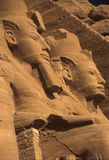 Rameses II kolos, gezette cijfers Stock Foto