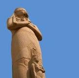 Ramesses II standbeeld over blauwe hemel Stock Foto's