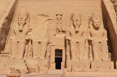 Ramesses II zit in Abu Simbel royalty-vrije stock foto's