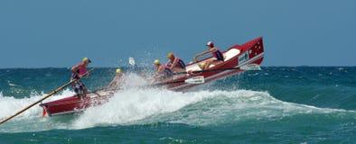 Rameurs de ressac sur l'Australie de la Gold Coast Queensland Images stock