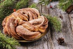 Rami del panino e del pino della corona della cannella di Natale Immagini Stock Libere da Diritti