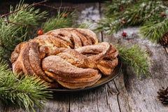 Rami del panino e del pino della corona della cannella di Natale Immagine Stock Libera da Diritti