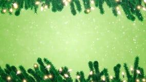 Rami di albero dell'abete con le lampadine decorate della ghirlanda di Natale stock footage