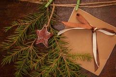 Rami e cartolina del pino Fotografia Stock Libera da Diritti