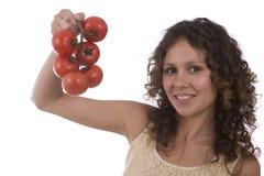 Ramificación bonita de la explotación agrícola de la mujer de tomates rojos Fotos de archivo libres de regalías