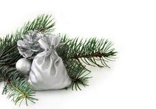 Ramificación del abeto y decoraciones de la Navidad Imagen de archivo libre de regalías