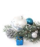 Ramificación del abeto y decoraciones de la Navidad Fotografía de archivo libre de regalías