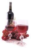 Ramificación de uvas, de la botella de vino y del vidrio Fotografía de archivo libre de regalías