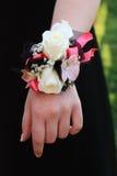 Ramillete blanco y negro rosado del baile de fin de curso Imagen de archivo