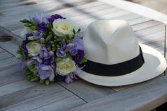 Ramillete de la dama de honor con el sombrero fotografía de archivo libre de regalías