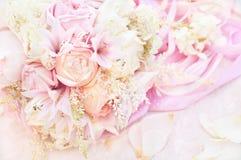 Ramillete de la rosa rosada en colores pastel y de la boda de las flores imagen de archivo