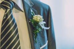 Ramillete y lazo de la boda imagenes de archivo