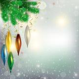 Ramitas del árbol con el colgante de los juguetes coloridos y del vuelo de los aviones Fotografía de archivo