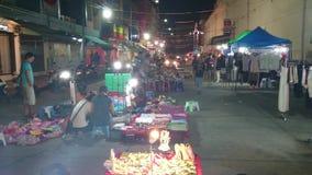 Ramkhamhaeng del mercado de la noche, Tailandia