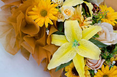 Ramo amarillo de la flor artificial Foto de archivo libre de regalías