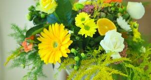 Ramo amarillo de la primavera de flores almacen de metraje de vídeo