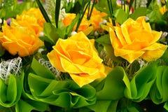 Ramo artificial de la rosa del amarillo Fotografía de archivo