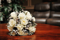 Ramo blanco de la boda de rosas Fotos de archivo