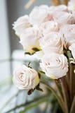 Ramo blanco de las rosas Imágenes de archivo libres de regalías