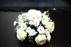 Ramo blanco de las rosas Foto de archivo libre de regalías