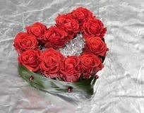 Ramo color de rosa de la decoración del día de tarjeta del día de San Valentín en la plata Foto de archivo libre de regalías