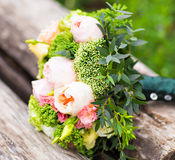 Ramo colorido de la boda hermosa para la novia Accesorios nupciales Foto de archivo libre de regalías