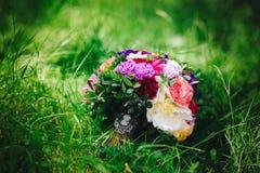 Ramo con las flores coloridas imágenes de archivo libres de regalías