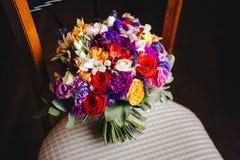 Ramo con las flores coloridas imagenes de archivo