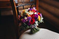 Ramo con las flores coloridas fotos de archivo