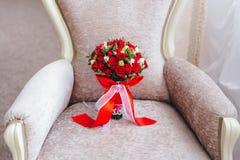Ramo con las flores rojas imágenes de archivo libres de regalías