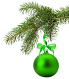 Ramo de árvore do Natal com a bola verde isolada na parte traseira do branco Imagem de Stock
