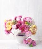 Ramo de crisantemos coloridos fotos de archivo