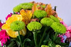 Ramo de diversas flores coloridas Foto de archivo libre de regalías