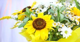 Ramo de flores amarillas de la primavera metrajes
