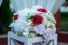 Ramo de flores artificiales Imágenes de archivo libres de regalías