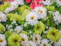 Ramo de flores coloridas imágenes de archivo libres de regalías