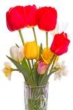 Ramo de flores de la primavera en un florero Imagen de archivo libre de regalías