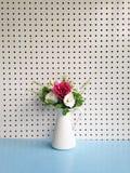 Ramo de flores en un florero Fotografía de archivo