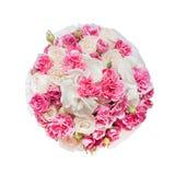 Ramo de flores rosadas en la caja aislada en el fondo blanco imagen de archivo