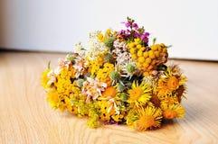 Ramo de flores salvajes Imágenes de archivo libres de regalías