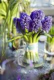 ramo de jacinto en el florero de gl Fotos de archivo libres de regalías