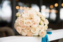 Ramo de la boda con la marfil, rosas beige Fotografía de archivo libre de regalías
