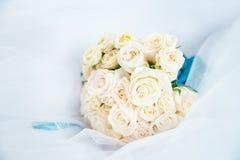 Ramo de la boda con las rosas anaranjadas claras outdoor Imagen de archivo