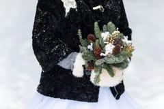 Ramo de la boda con los conos del pino Imagenes de archivo